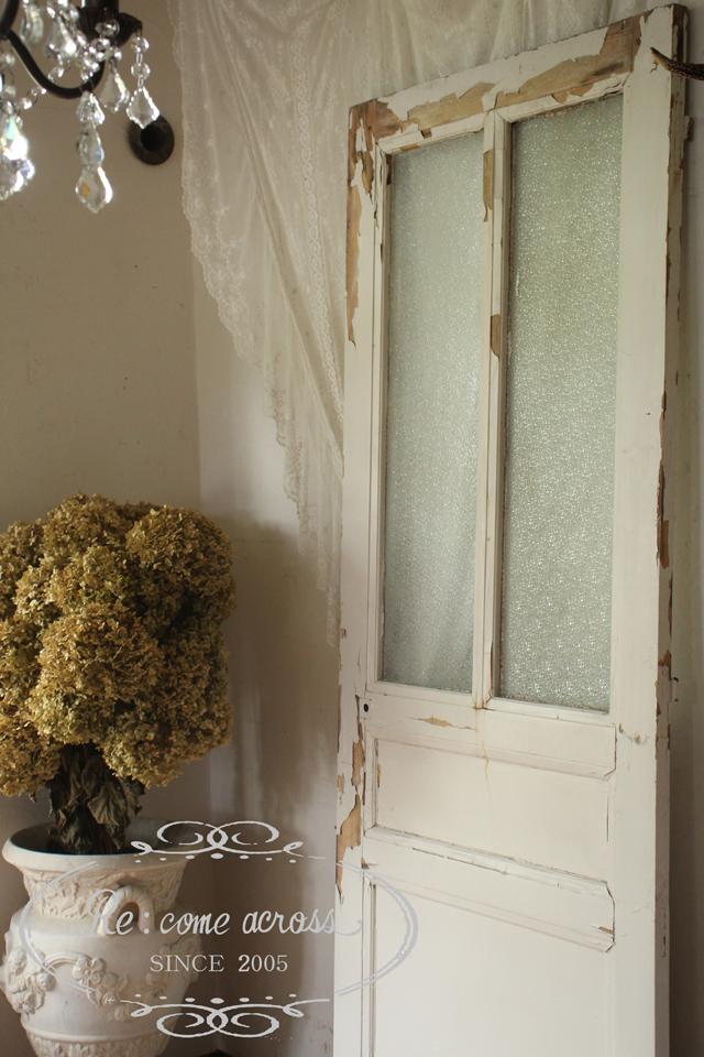 フランスブロカント ダイヤガラス  ペイントの剥がれたドア