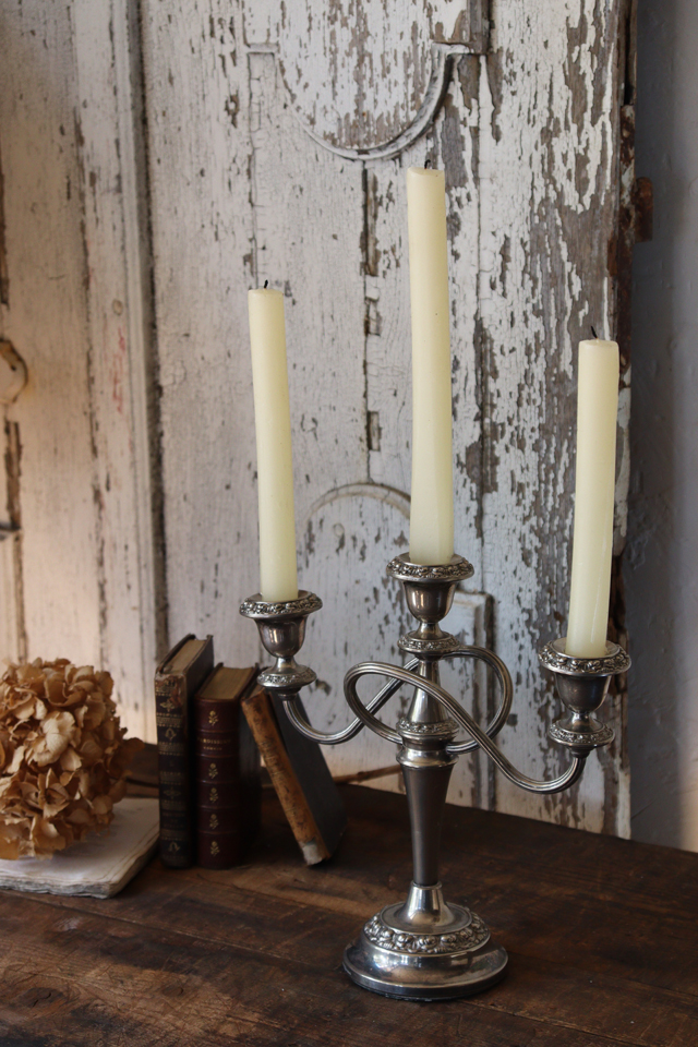 イギリスの古い シルバープレート IANTHE キャンドルスタンド 燭台
