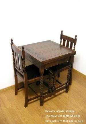 アンティークスタイルの小振りなドローリーフテーブル