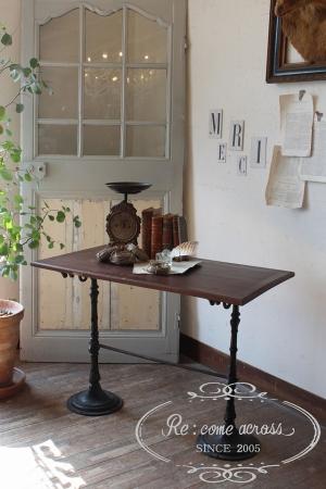 フランスの古い アイアン脚のデスク・インダストリアル