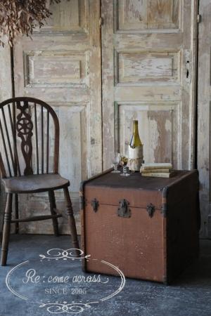 フランスの古い ブラウンのトランク 収納
