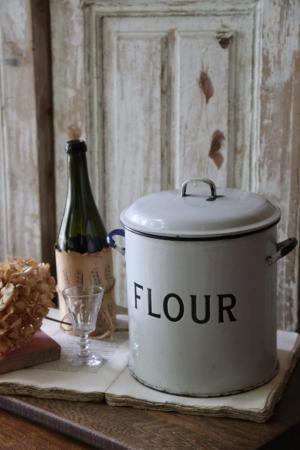 スウェーデンの古い ホーローFLOUR缶 琺瑯 保存容器 キッチンアイテム