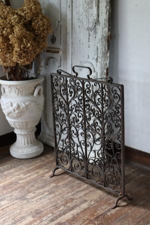 フランスアンティーク 錆びたアイアンのファイヤースクリーン